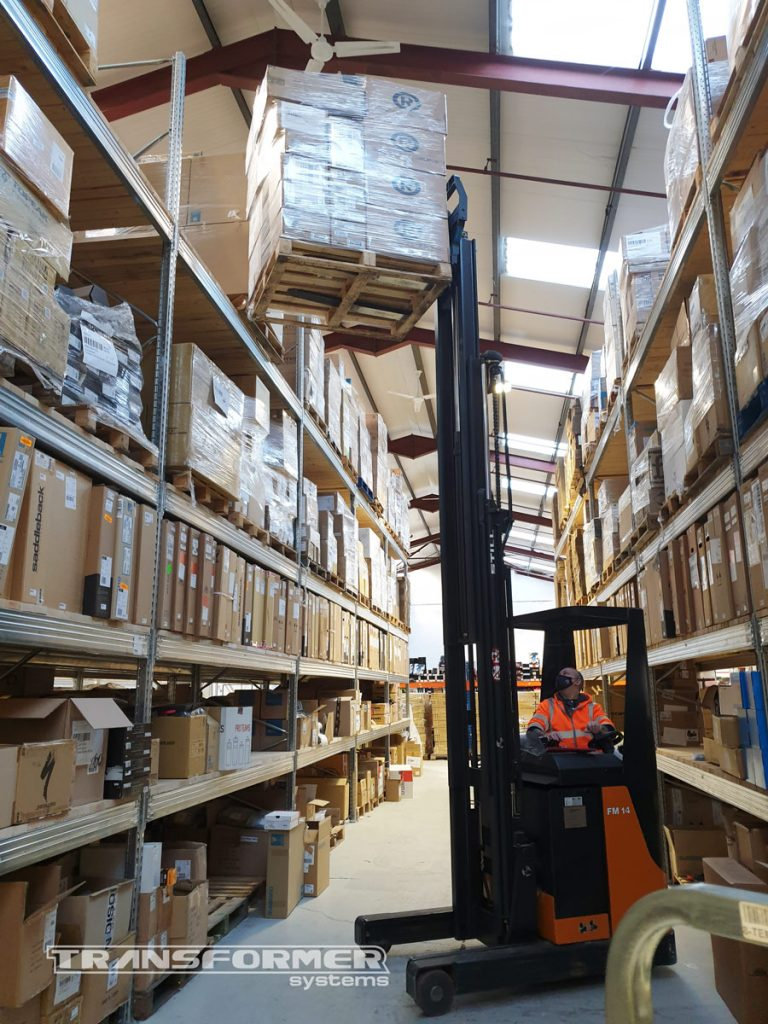 Pallet loaded on to Metalsistem pallet racking with a reach truck.