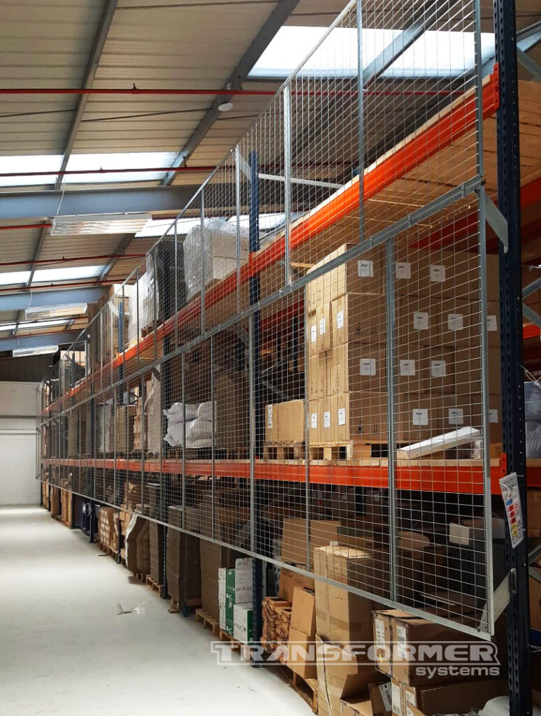 Anti-collapse mesh panel protection installed on Mecalux pallet racking.