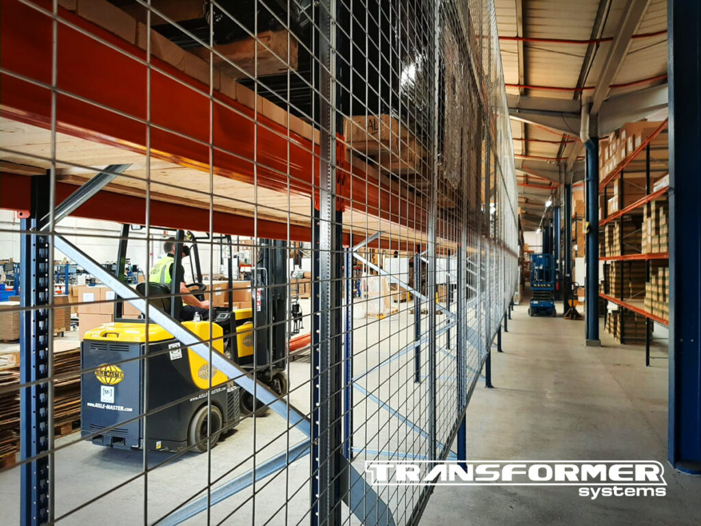 Anti-collapse mesh panel protection installed on Mecalux pallet racking with decking boards.